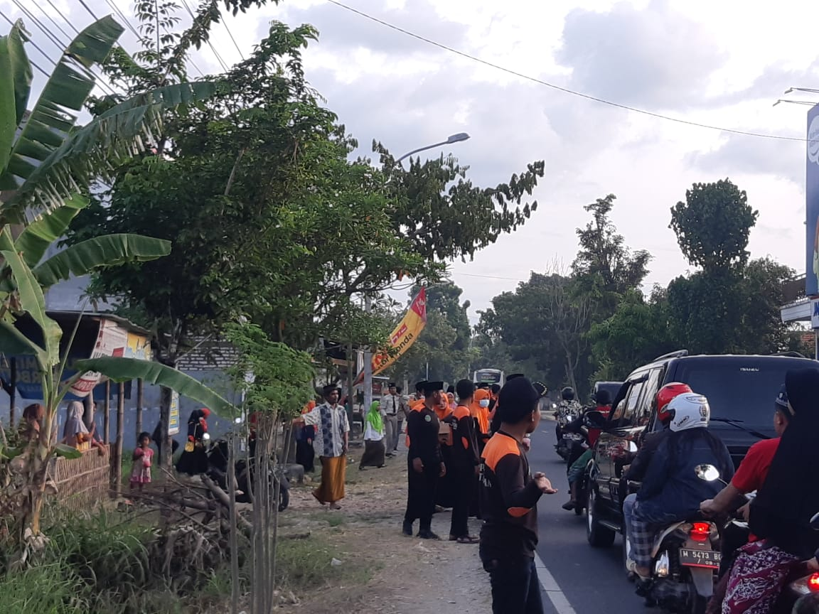 Kompak, Seluruh DKAC CBP-KPP Pamekasan Ngabuburit Sambil Berbagi Takjil
