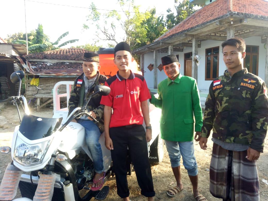 Ansor Bersama IPNU-IPPNU dan Warga Desa Bukek Bantu Distribusikan Air Bersih Untuk Mosholla Al-Jannah