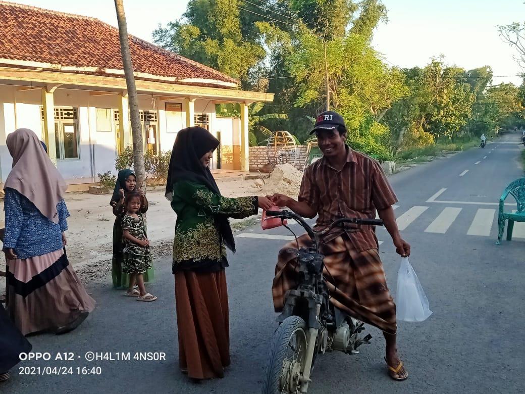 Ansor Bersama IPNU-IPPNU Larangan Slampar Bagikan Takjil Bawa Pesan Pentingnya Peran Pemuda