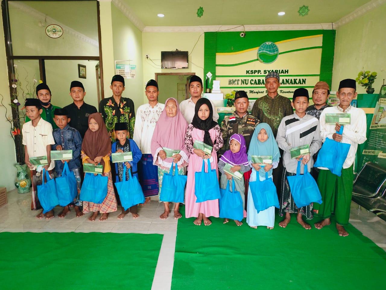 Ramadhan Berkah, MWC NU Tlanakan Bersama BMT NU Cabang Santuni Puluhan Anak Yatim-piatu