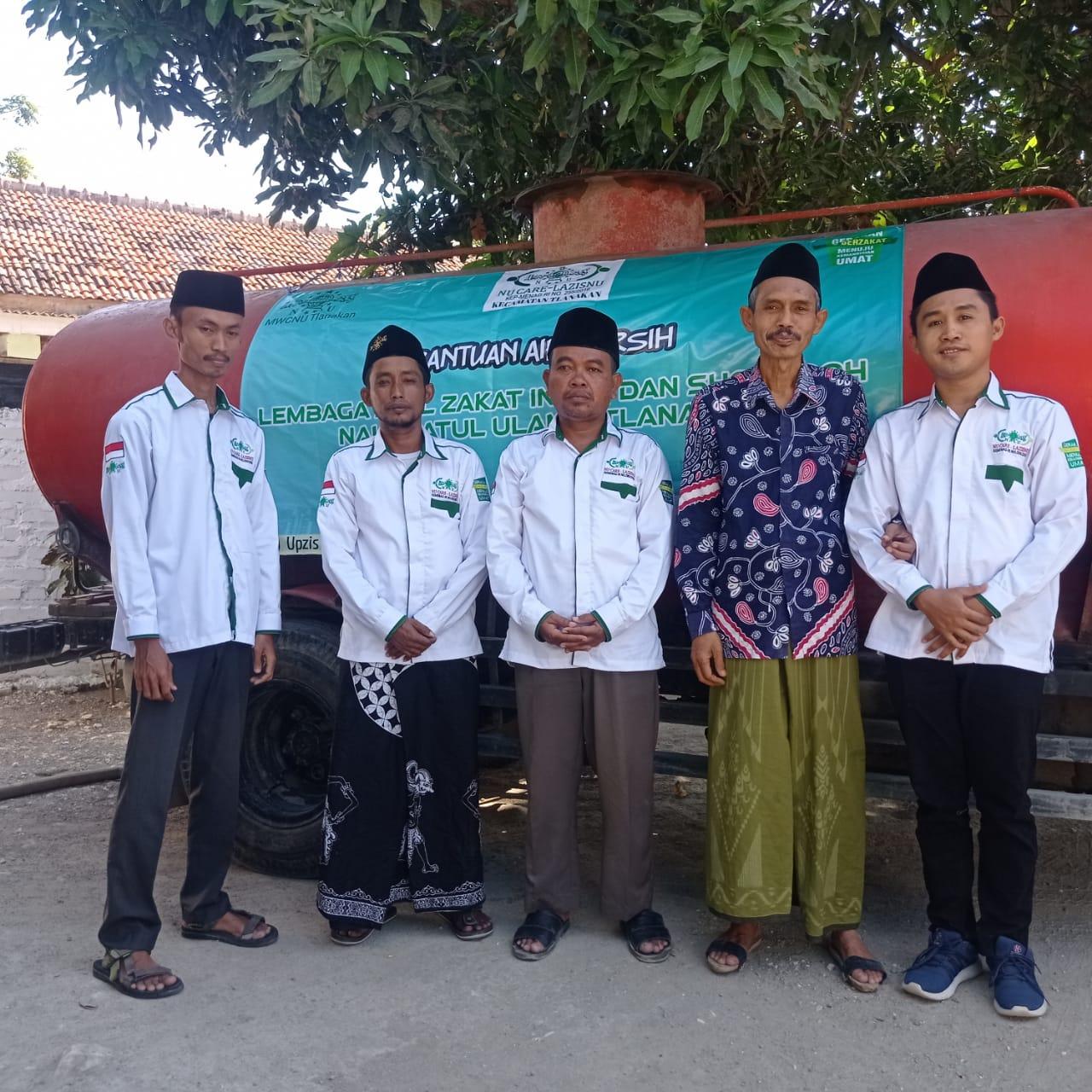 Lembaga Amil Zakat infaq dan Sadaqah Nadlatul Ulama' Tlanakan (LAZISNU, Distribusikan Air Bersih .